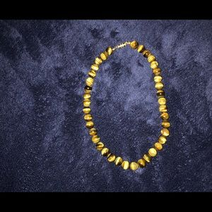 `TIGER EYE 15 1/2in necklace.Clasp screws together